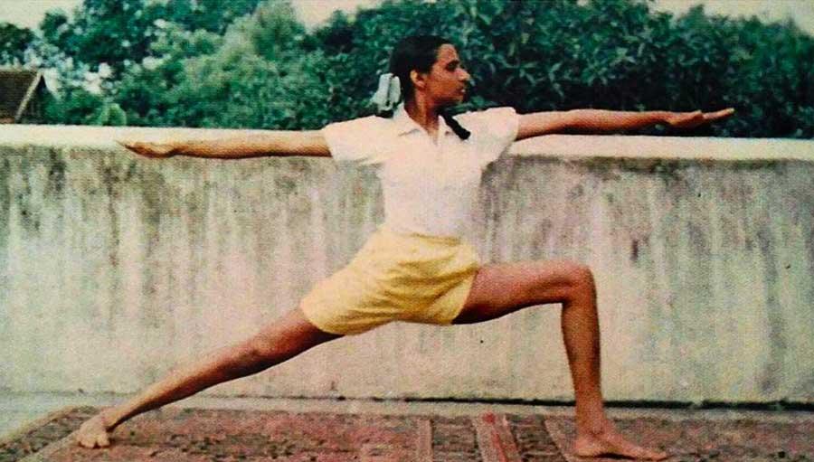 Geeta Iyengar Virabhadrasana 2