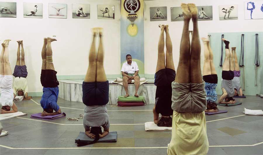 Geeta Iyengar teaching at RIMYI