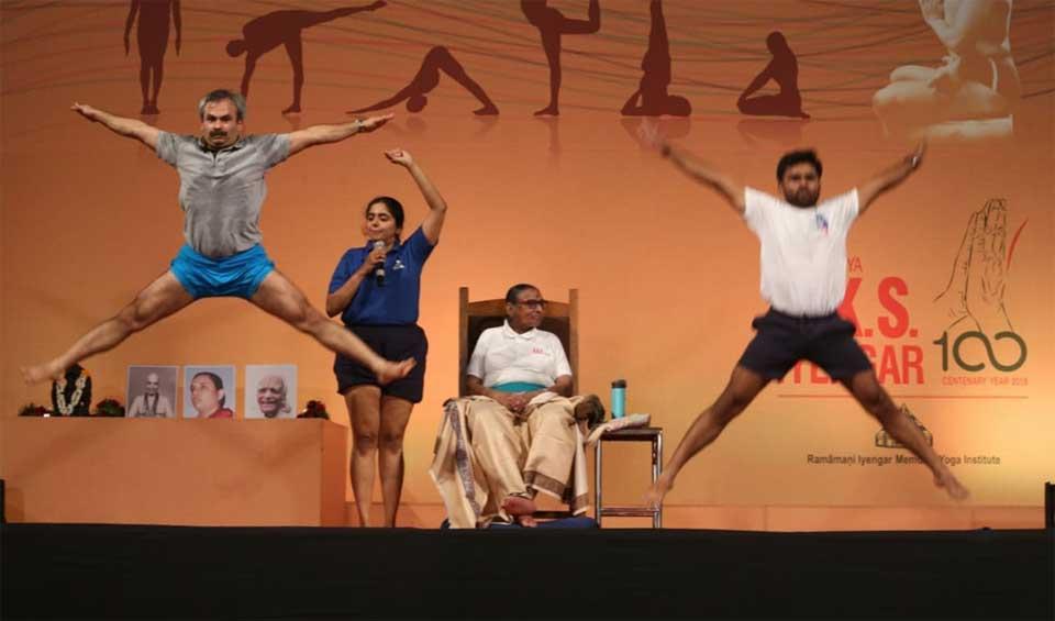Uday Bhosale jumping on stage with Geetaji at Yoganusasanam 2018